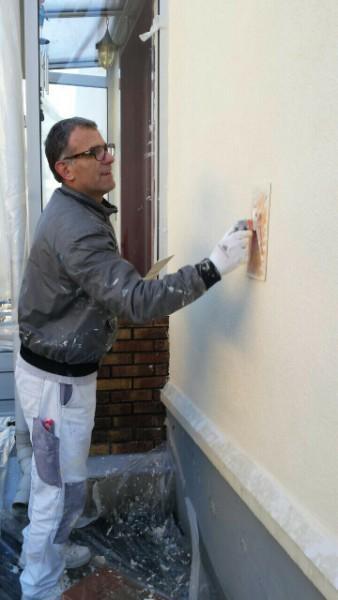 Mr Mesbah, peintre en bâtiment